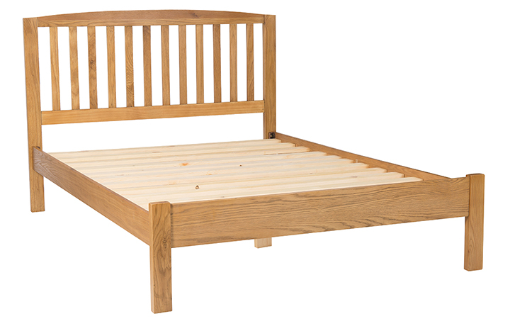 beds - 4'6 Double Oak Slatted Bed Frame With Curved Top & Low End
